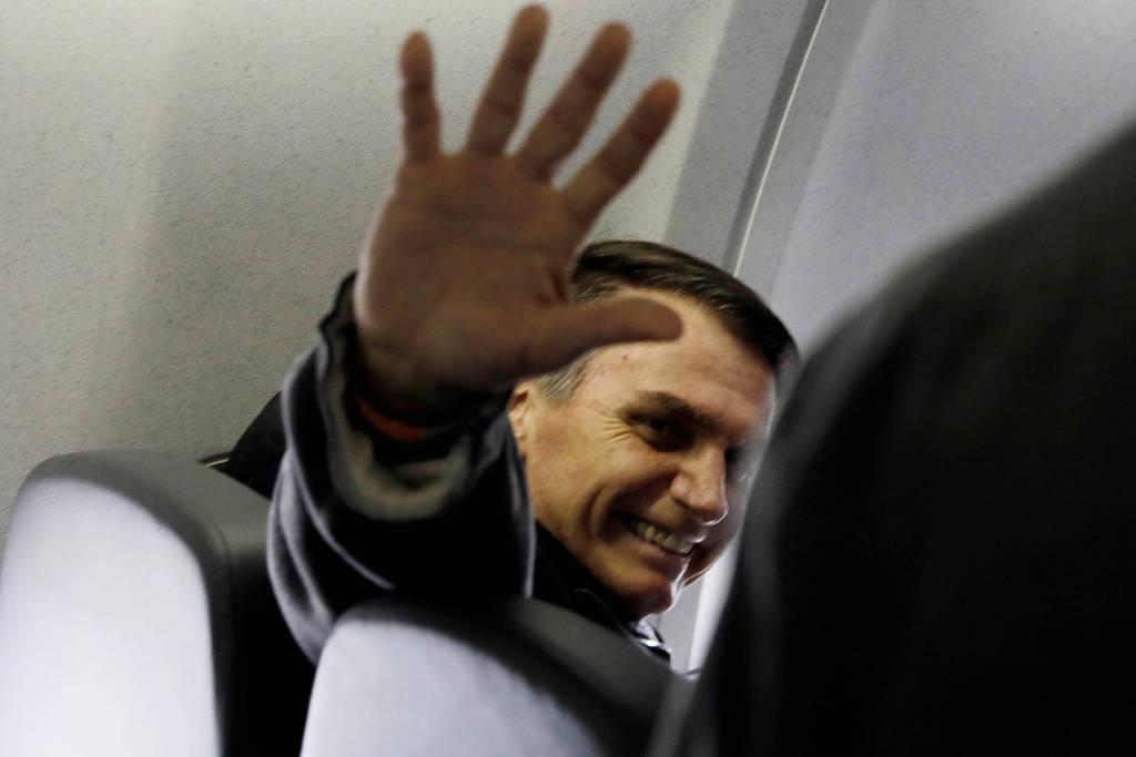 Voo com Bolsonaro tem bate-boca entre passageiros e desistências