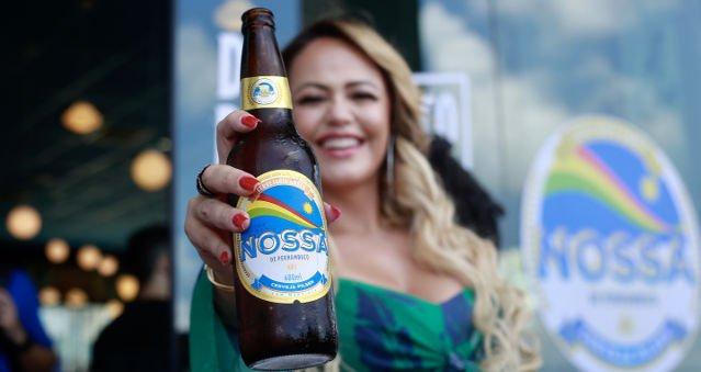 Conheça a cerveja à base de mandioca