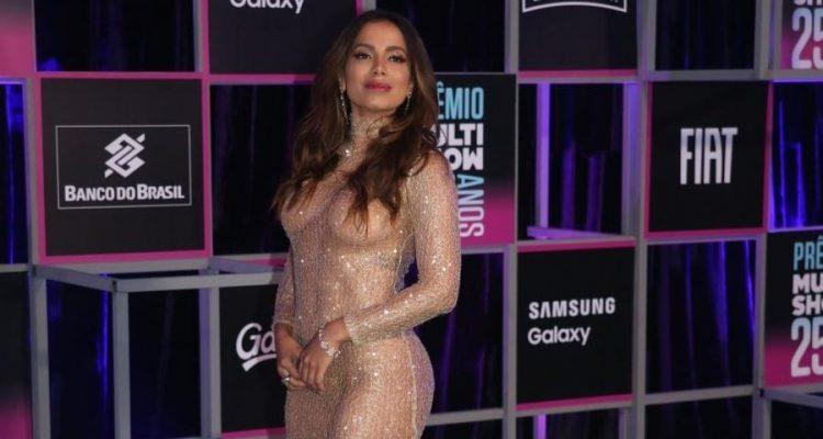 Anitta foi ao prêmio Multishow vestida de nude