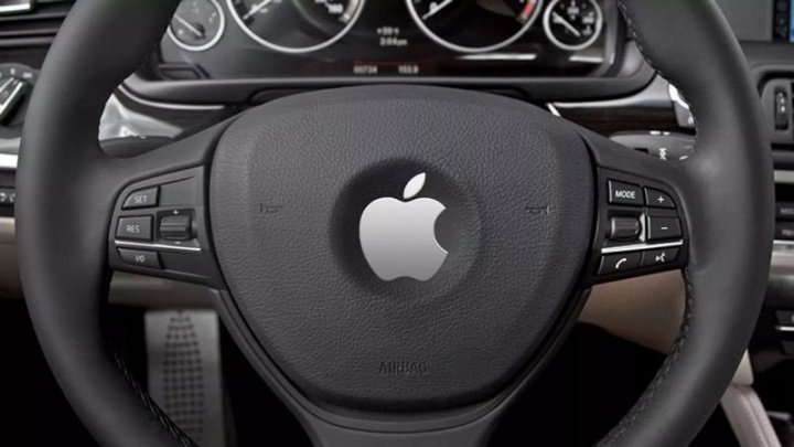 Carro autónomo da Apple bate na Califórnia