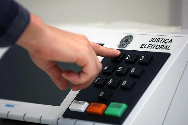 Revelar o voto no ambiente de trabalho pode afetar a sua carreira