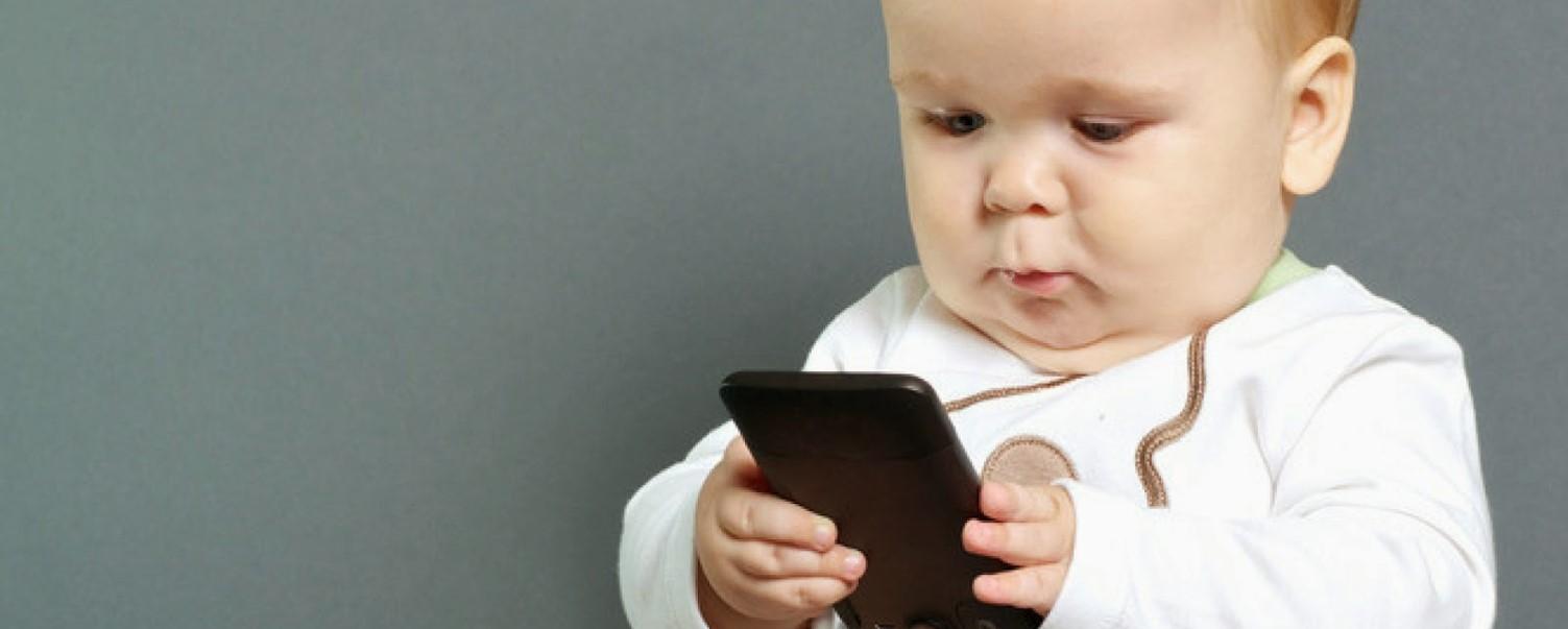 Uso de celulares por crianças provoca distúrbios do sono e baixo desempenho escolar