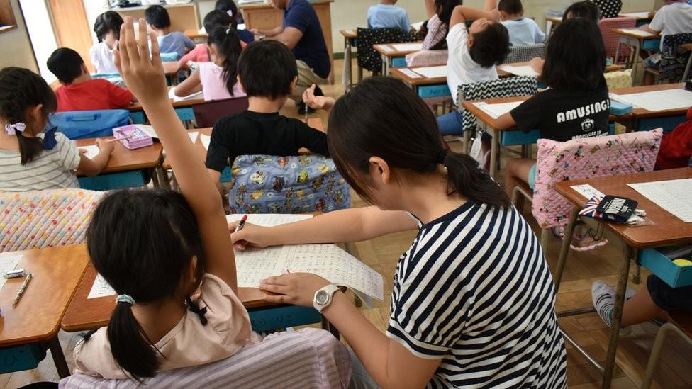 Lições do Japão ao Brasil incluem professores valorizados, pais voluntários e alunos