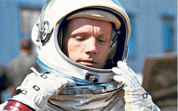 Neil Armstrong: 3 livros para conhecer a história do 1° homem a pisar na Lua