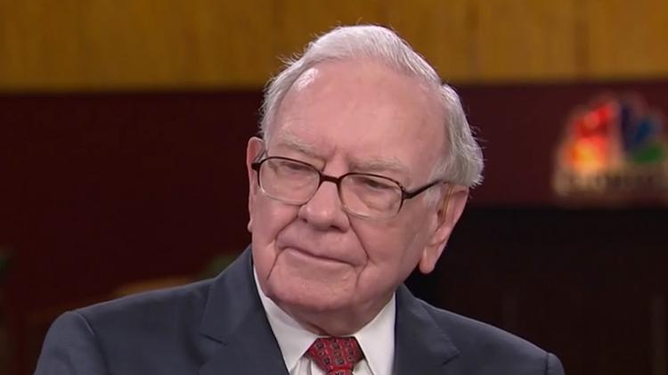 Como Warren Buffett consegue ganhar tanto dinheiro