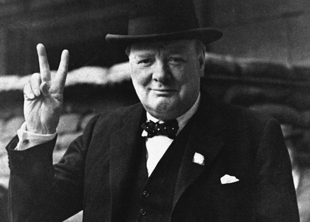 Quem foi Winston Churchill, cujo livro foi mostrado por Bolsonaro em discurso
